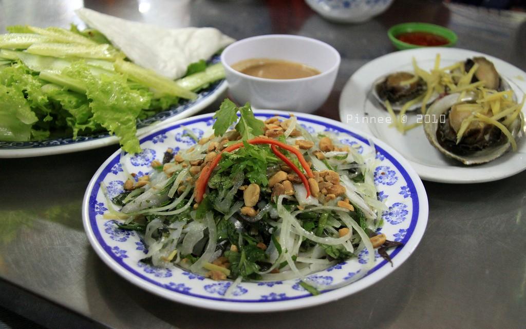 Thưởng thức bữa tiệc với bào ngư và các món ăn đặc sản khác