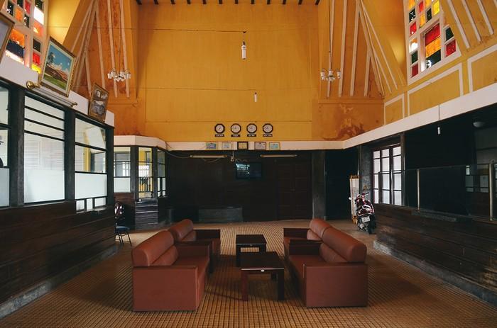 Nhà ga có 3 mái hình chóp với chiều dài 66,5 m, ngang 11,4 m và cao 11 m. Công trình được 2 kiến trúc sư người Pháp là Reveron và Moncet thiết kế, mang dáng dấp của các nhà ga ở miền Nam nước này: có mái cao và uốn hình vòm.
