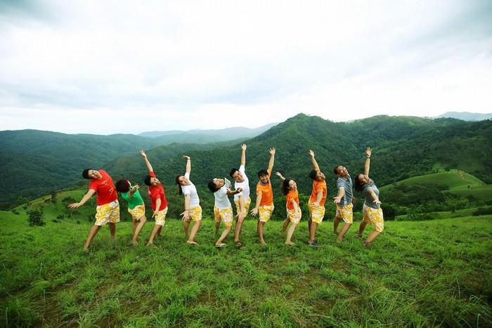Tập thể dục trên đồi cao:Đây vừa là hoạt động thư giãn cơ bắp mỏi nhức sau quãng đường trekking, vừa là sự gắn kết các thành viên trong đoàn, tạo không khí vui vẻ và đầy năng lượng cho hành trình.