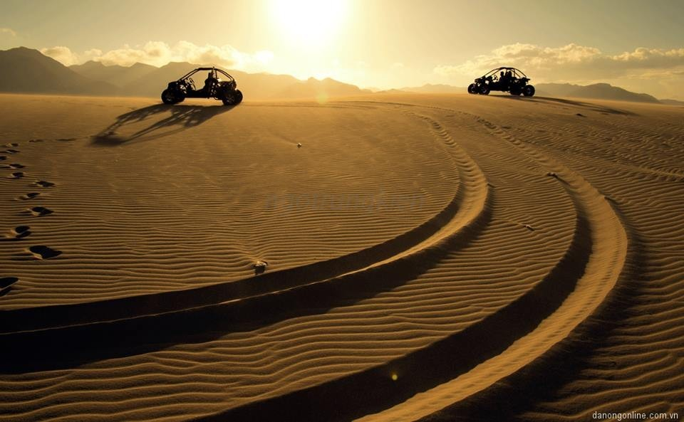 Cùng chinh phục cồn cát bằng xe địa hình phân khối lớn