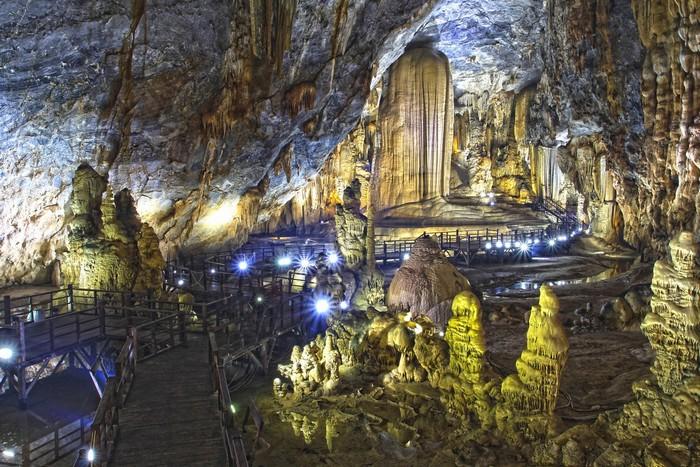 Khám phá những hoàng cung lung linh dưới lòng đất ở Việt Nam