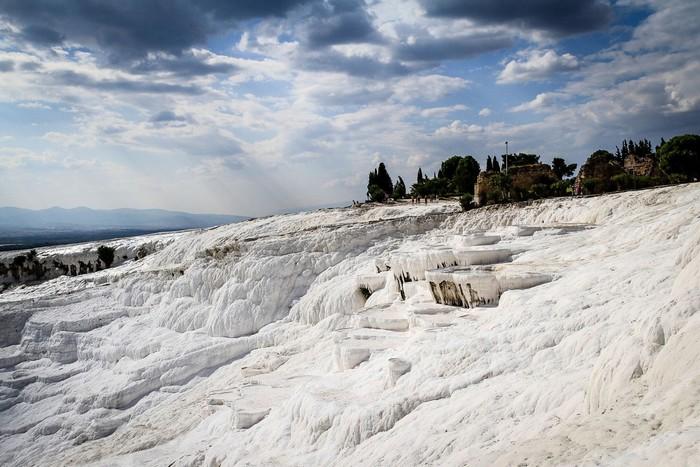 Ngỡ như Pamukkale đang được lớp tuyết trắng bao phủ
