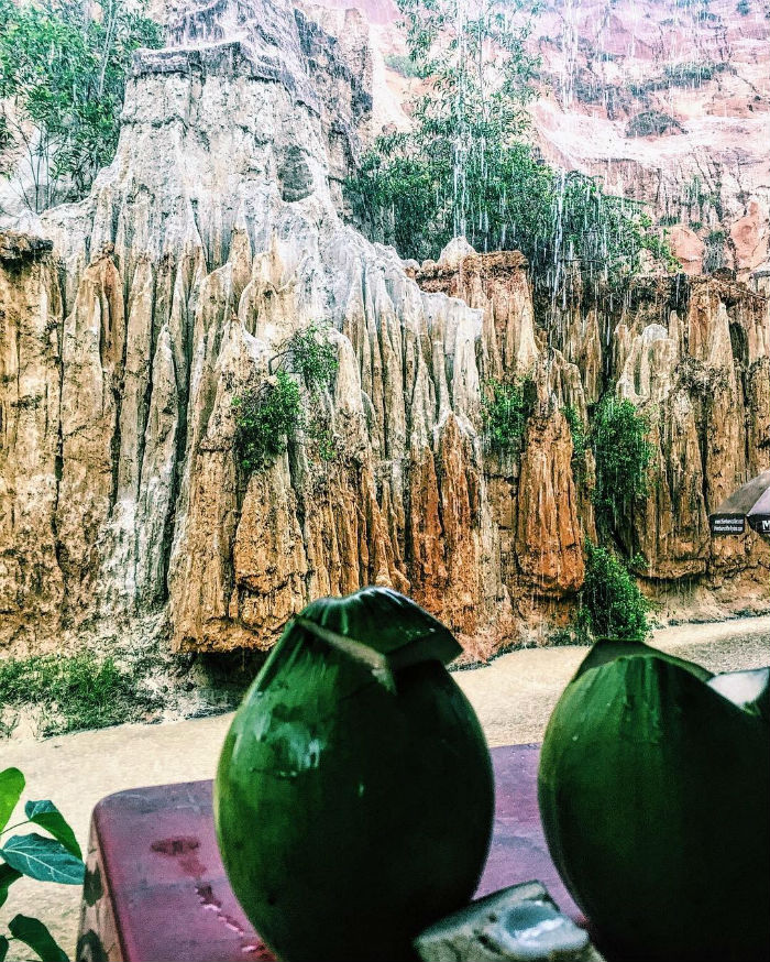 Độc đáo về địa hình ở suối Hồng