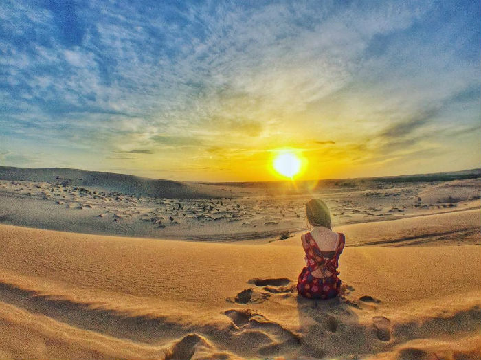 Đồi cát dưới ánh mặt trời
