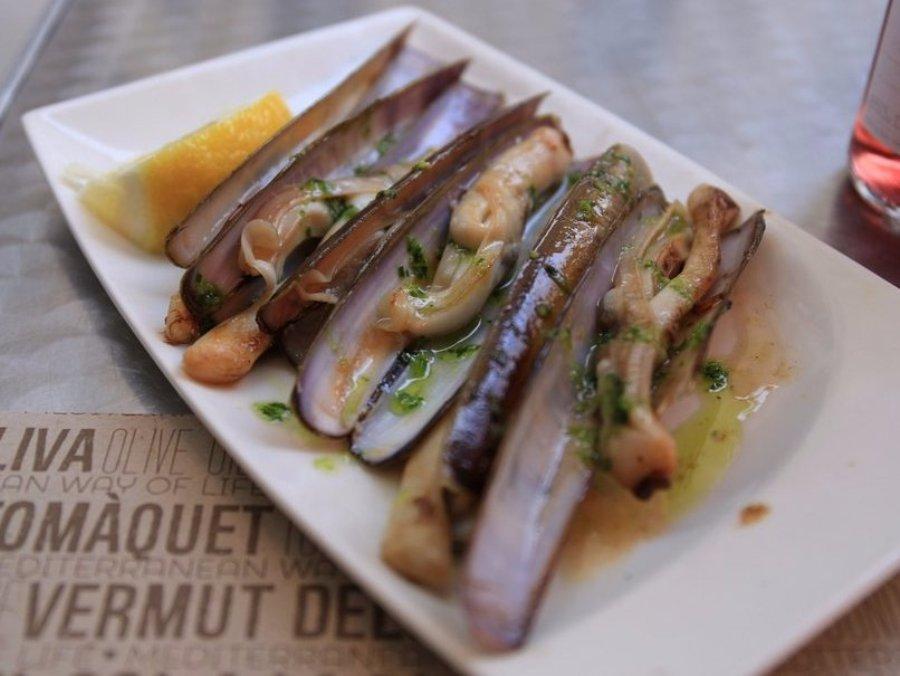 Ốc móng tay là một loại hải sản của vùng Galicia, tây bắc Tây Ban Nha. Ốc dài và giòn thường được chế biến với dầu và rau thơm.