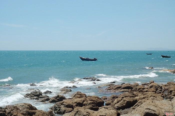 Biển Hòn Rơm