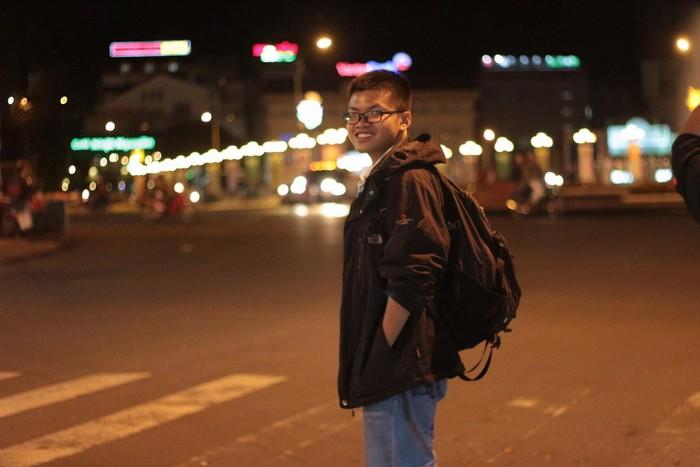 Có người lại thích cảnh thành phố phồn hoa lên đèn