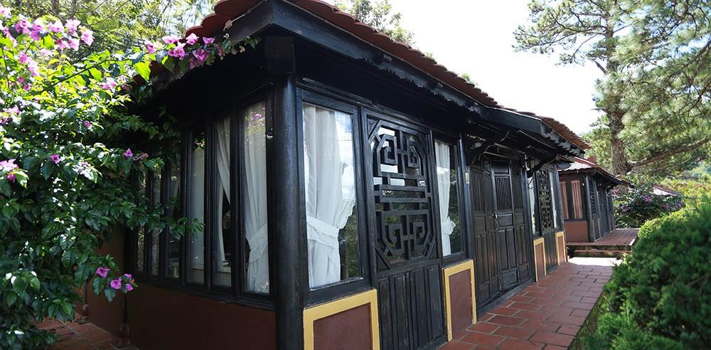 Những dãy bungalow được thiết kế theo kiểu nhà rường truyền thống ở cố đô