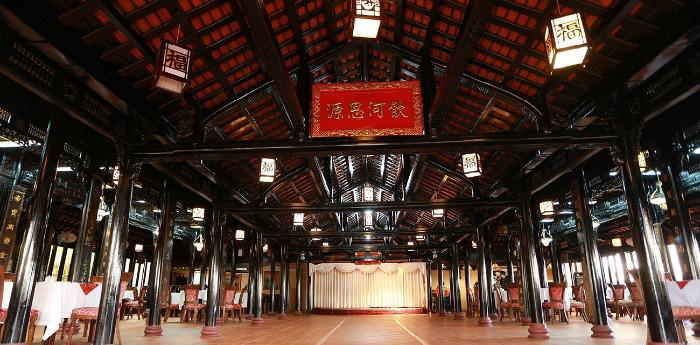 Nhà hàng Hoàng Cung độc đáo với kiến trúc cổ xưa