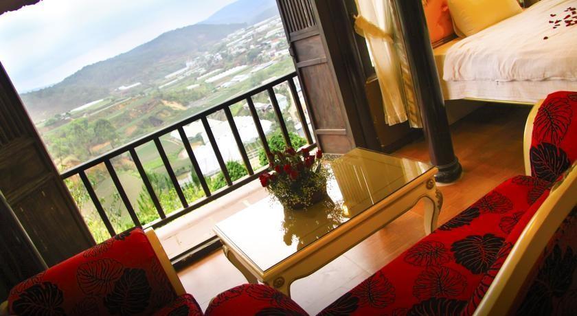 Từ bungalow bất kỳ lúc nào bạn cũng có thể ngắm nhìn vẻ đẹp của phố núi Đà Lạt