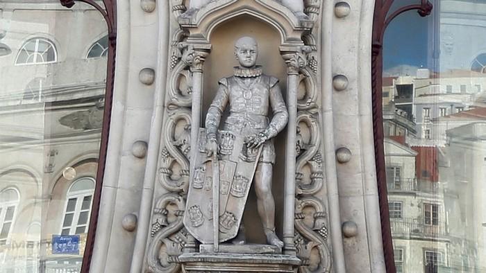 Bức tượng linh thiêng tạc vị vua trẻ có tuổi đến 126 năm