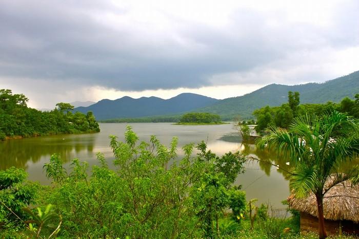 Sắc xanh mướt mắt, ngập tràn sức sống phủ quanh hồ Yên Trung