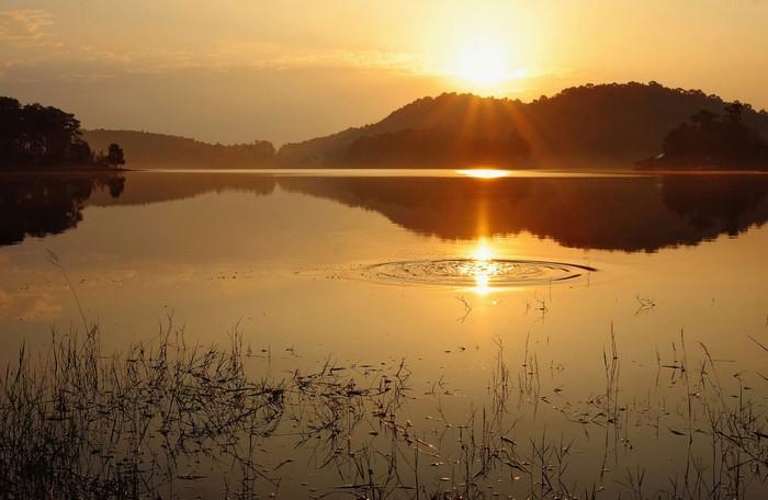 Một góc hồ lấp lánh, lung linh hút hồn những tay săn ảnh