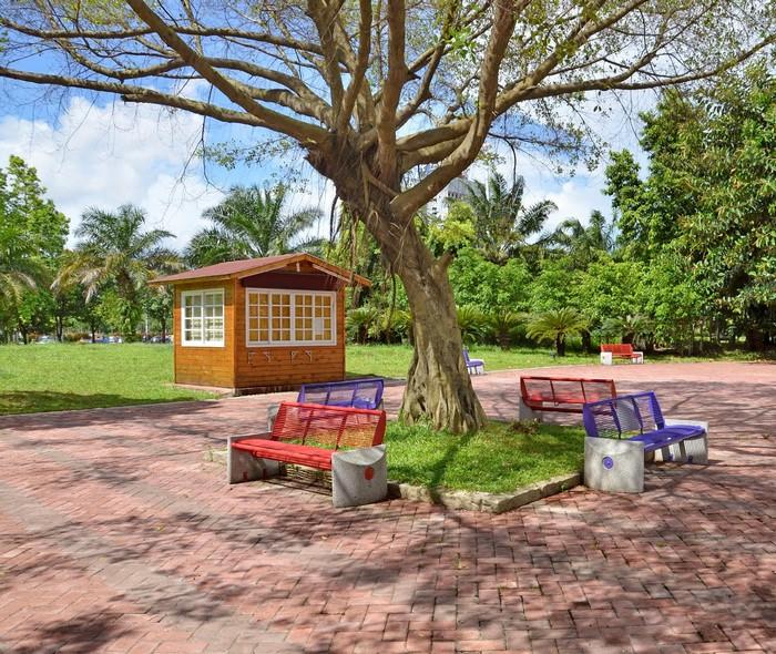 Chọn nơi có đặt sẵn ghế trong công viên