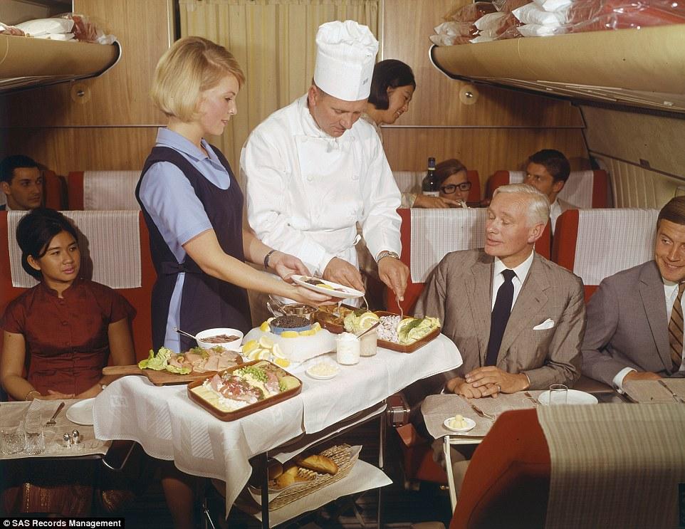 Để kỷ niệm 70 năm thành lập, Scandinavian Airlines cho ra mắt bộ ảnh trong khoang hạng nhất trên các chuyến bay từ năm 1950 đến 1980.