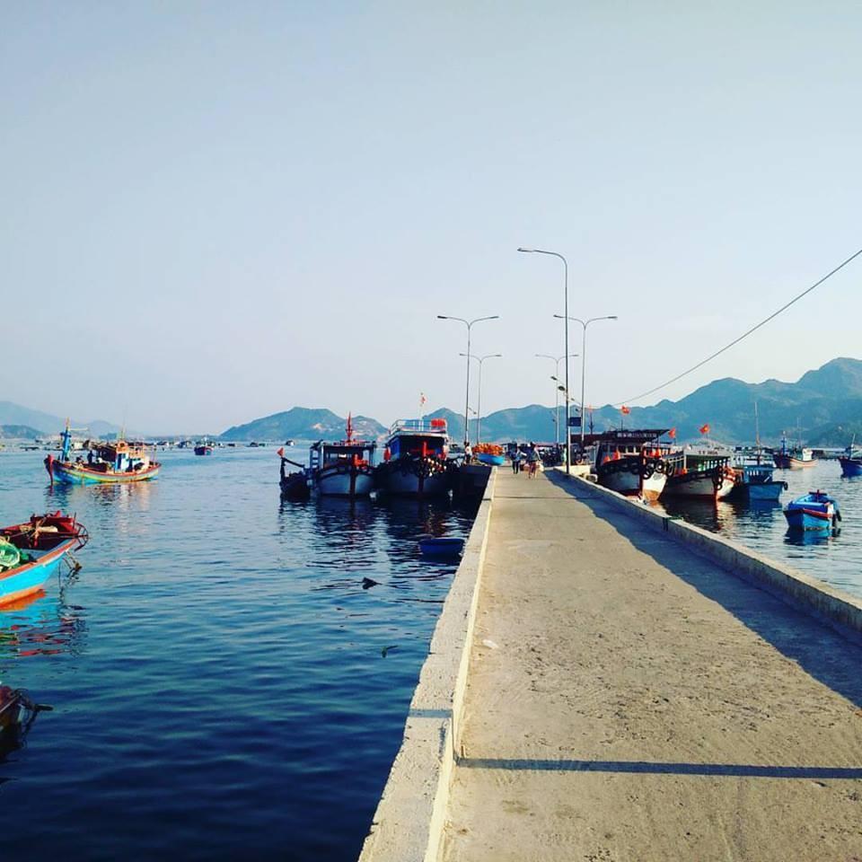 Cập bến cảng đảo Bình Ba