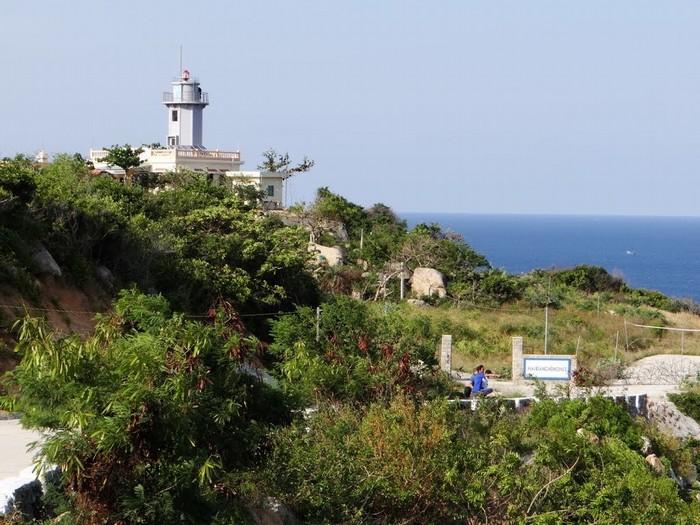 Hải đăng Hòn Chút