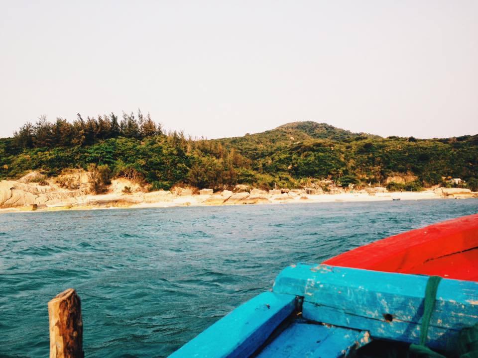Thời gian lý tưởng cho chuyến hành trình tham quan cù lao Mái Nhà là từ tháng 3 đến tháng 8 hàng năm, do lúc này trời yên biển lặng.