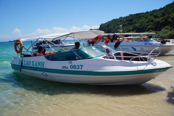 Vi vu khám phá biển Cù Lao Chàm bằng ca no