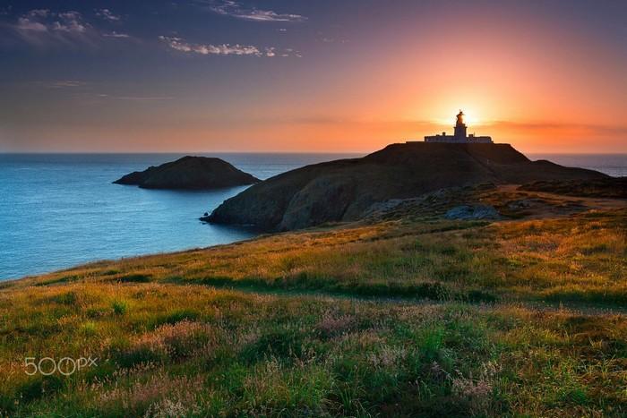 Ngọn hải đăng Strumble Head dưới ánh hoàng hôn