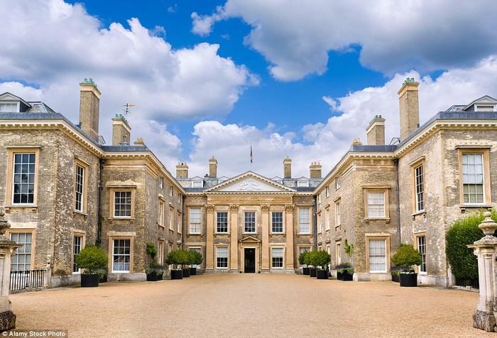 Căn phòng thời thơ ấu của Công nương Diana được lần đầu mở cửa đón khách ngủ lại qua đêm như một địa chỉ du lịch để gây quỹ từ thiện.