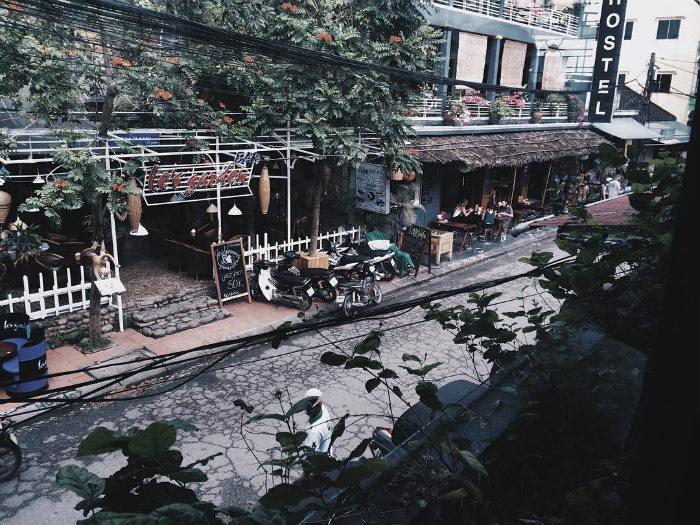 Một sớm phố Tây Huế nhìn từ Sweet Kingdom Lounge