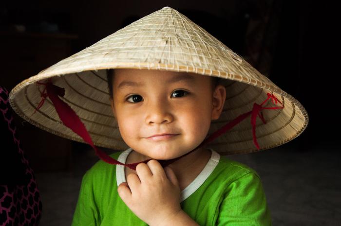 Nụ cười em bé nón lá - Ảnh: Kiet Le