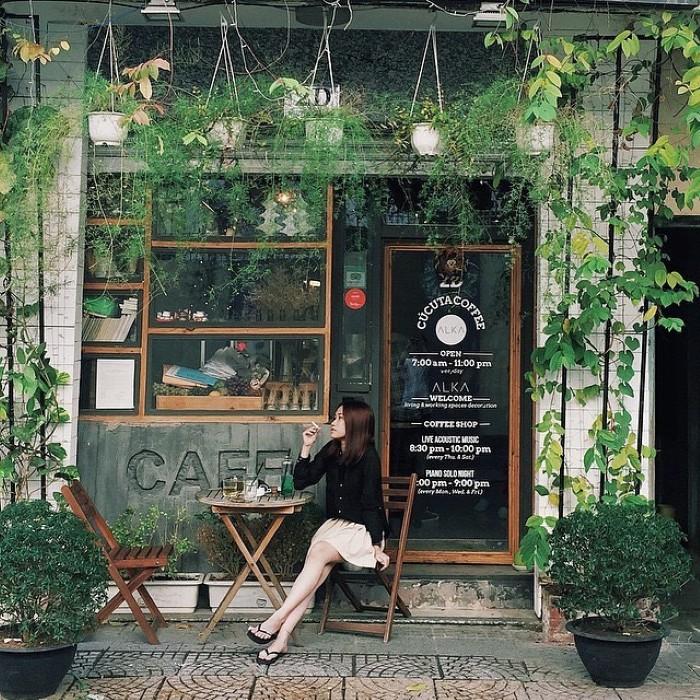 Góc quán cafe vintage xinh xắn - Ảnh: @aurora_ptc