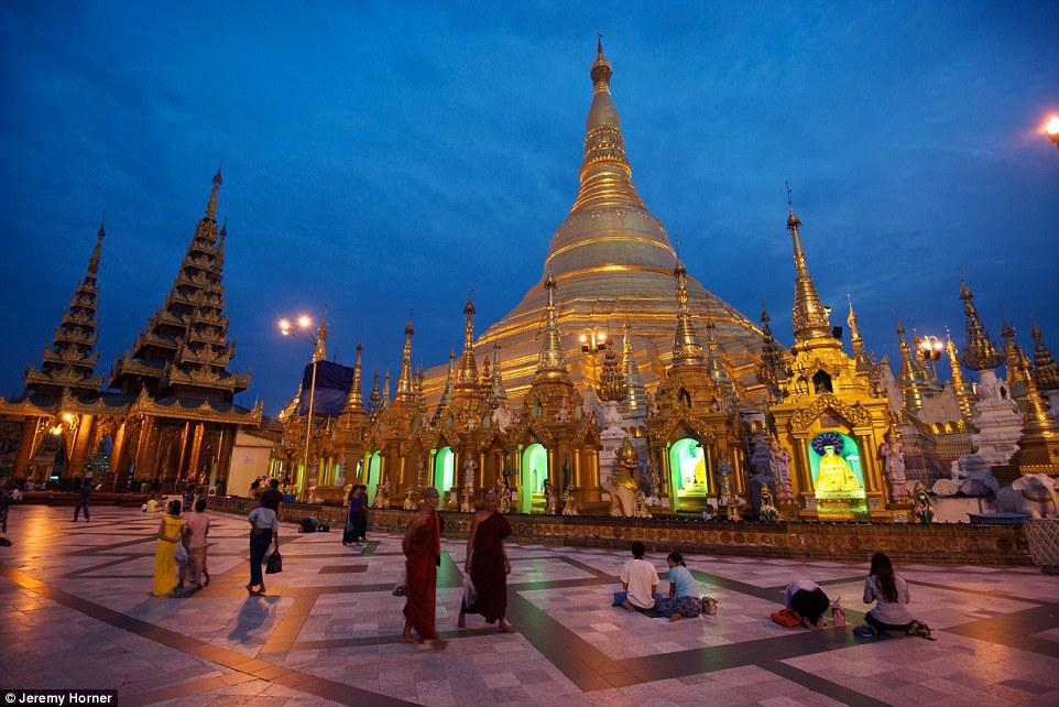 Hình ảnh chùa Shwedagon, Myanmar. Người ta đồn rằng đây là ngôi chùa tháp cổ nhất trên thế giới đã 2600 năm tuổi.