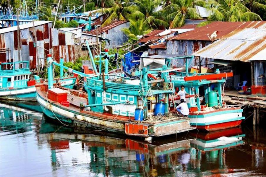 Phú Quốcthuộc tỉnh Kiên Giang, là hòn đảo lớn nhất trong quần thể 22 đảo thuộc Vịnh Thái Lan. Được ví như viên ngọc quý của Việt Nam, là điểm đến hấp dẫn mà ai cũng muốn một lần ghé thăm.