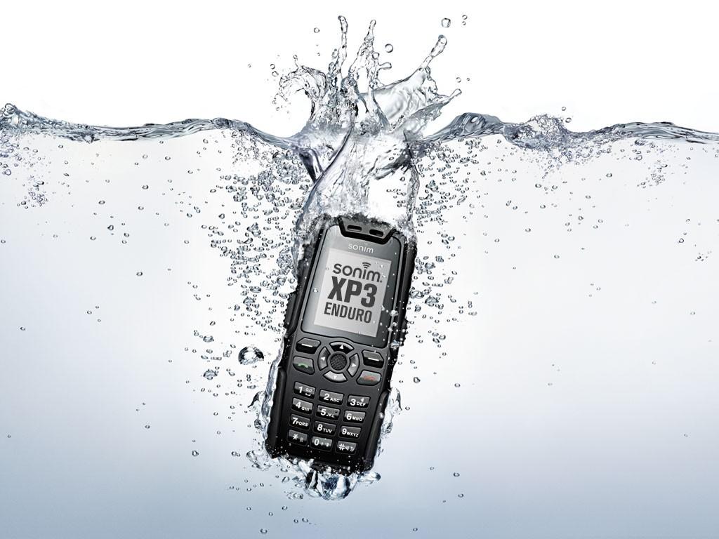 Chắc chắn rằng, đồ công nghệ và nước không hợp với nhau