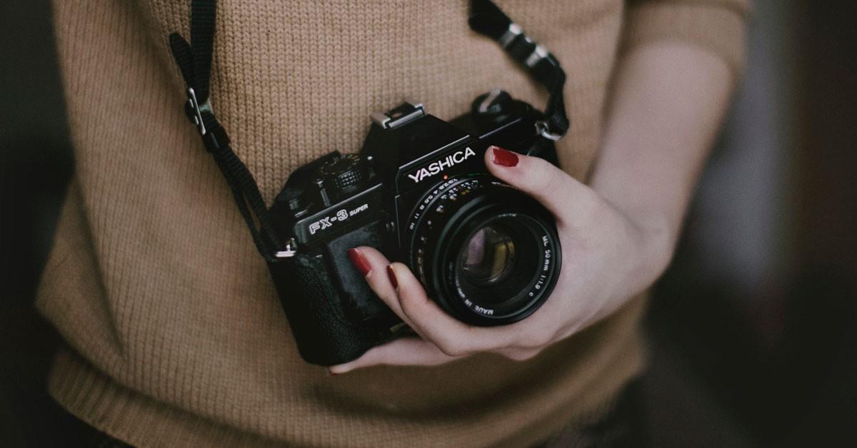 Hãy đeo chiếc máy ảnh quanh cổ mình thật cẩn thận