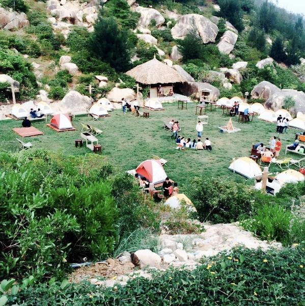 6 địa điểm cắm trại bên biển đẹp và vui hết sảy mà bạn đừng bỏ lỡ - Ảnh 1.
