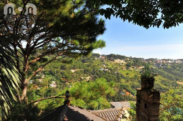 View cực đẹp nhìn xuống thung lũng Hồng