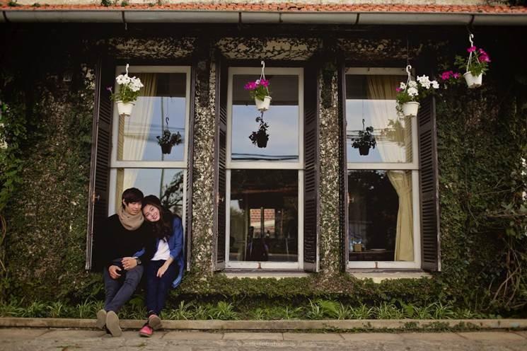 Quán cafe này còn là nơi có background chụp ảnh cực đẹp cho các cặp đôi