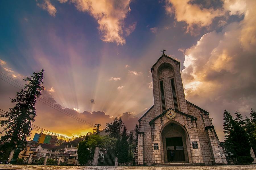 Nhà thờ Sapa chứng minh cho tình yêu đôi lứa