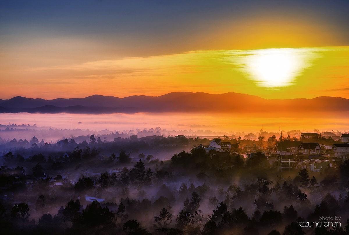 Mặt trời lên ở Đà Lạt mờ sương