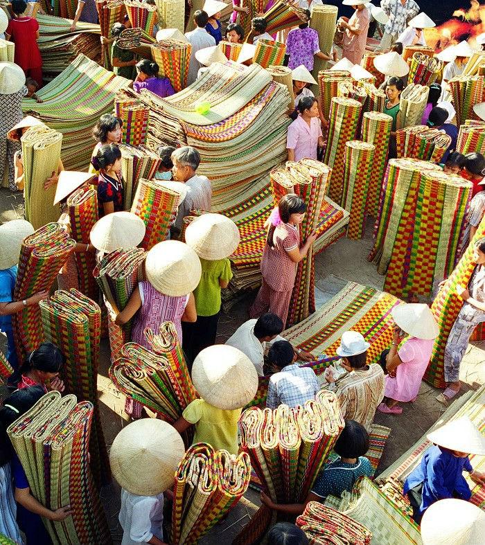 Ta còn gặp chợ chiếu Định Yên nơi làng quê Đồng Tháp hiền hòa