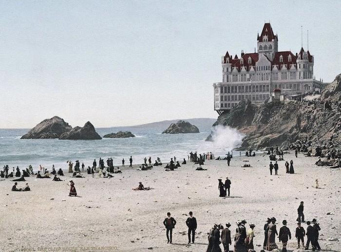 Năm 1881, Cliff House được triệu phú Adolph Sutro, người sau này là thị trưởng San Francisco mua lại.
