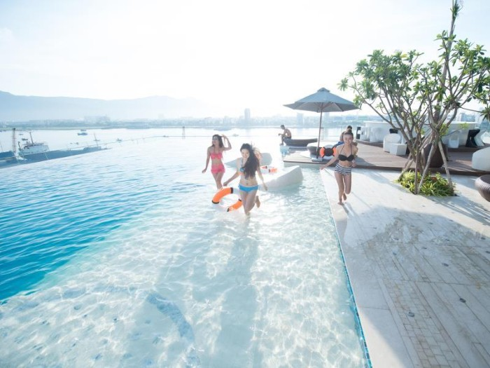 Đi tìm những khách sạn có hồ bơi view biển đẹp khiến du khách mê mẩn