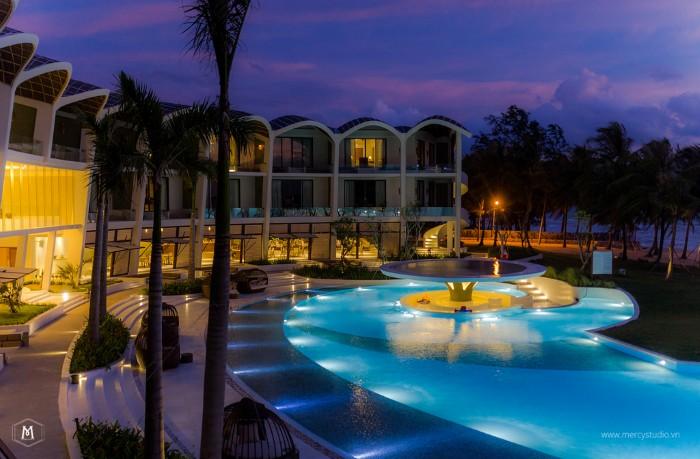 Hồ bơi sang chảnh của The Shells Resort and Spa