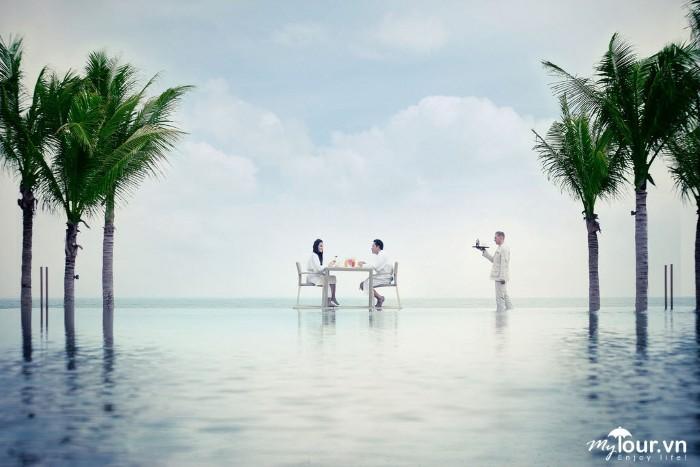 Tận hưởng những điều tuyệt vời nhất ngay tại bể bơi với phong cảnh mộng thơ