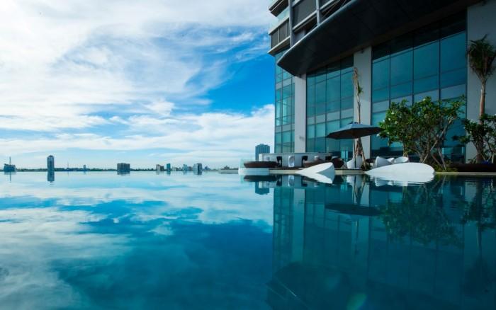 Hồ bơi đẳng cấp có view nhìn về sông Hàn lãng mạn