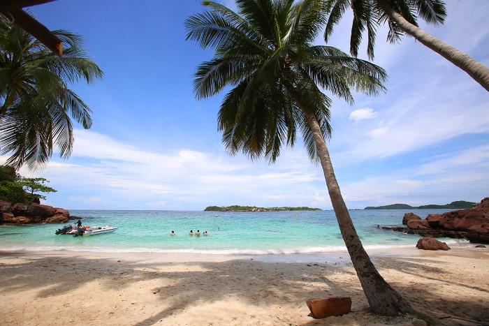 Hòn Móng Tay được coi là thiên đường thu nhỏ, với cảnh sắc hoang sơ chưa có tác động của con người về khai thác du lịch