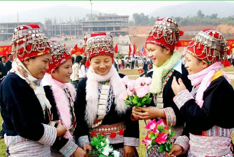Vậy nên cứ dịp 27/03 âm lịch, người ta lại xúng xính trong những trang phục xinh để tìm về buổi chợ