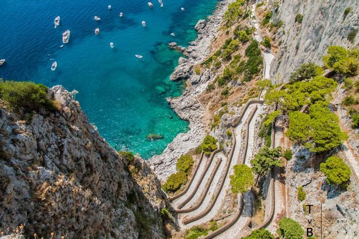 Capri quyến rũ bởi cá núi đá và biển xanh như ngọc
