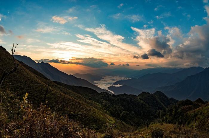 Nắng về vẫy gọi núi đồi bừng tỉnh