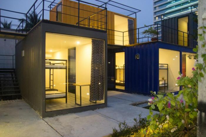 Dãy hostel bằng container độc đáo 5