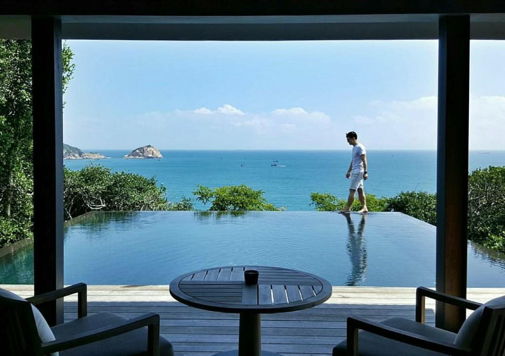 Những hình ảnh tuyệt đẹp của resort từng được NTK Adrian Anh Tuấn đăng trên Instagram của mình.