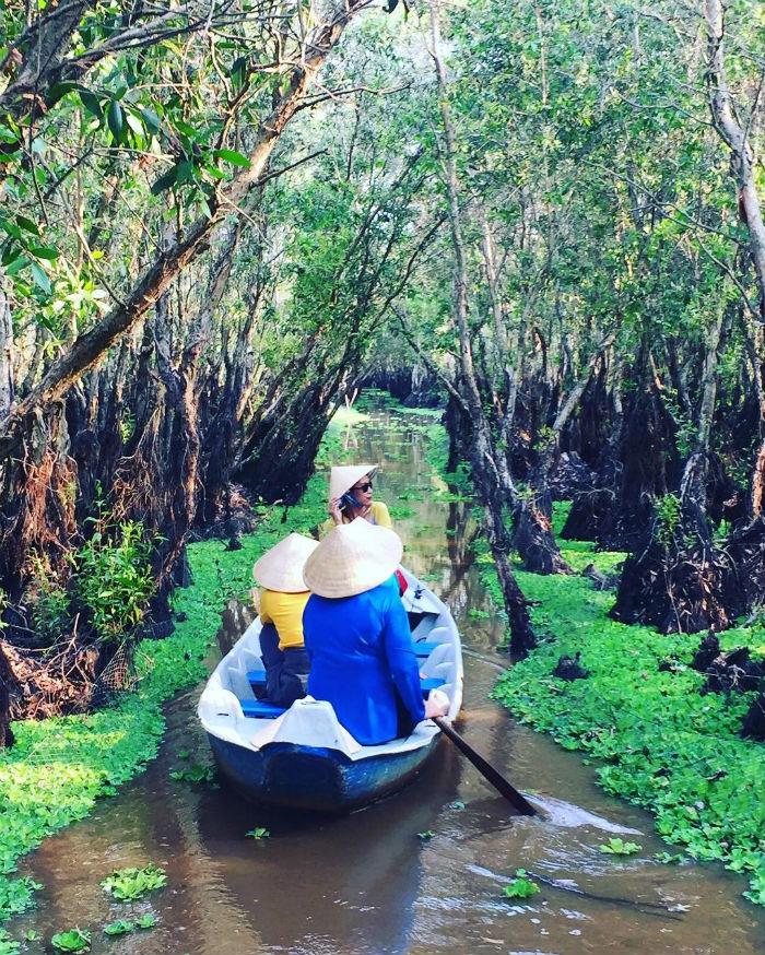 Những trải nghiệm mới lạ cùng hội bạn thân giữa rừng tràm Trà Sư